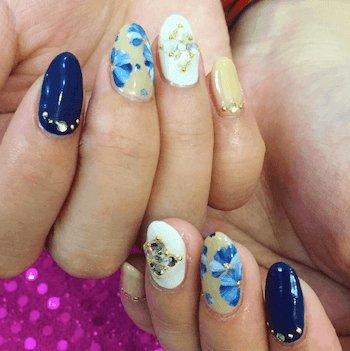 青×花柄×クリームイエロー×秋ネイル