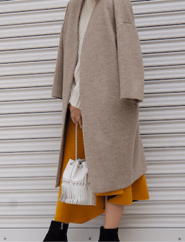 セーター×ノーカラーコート×ヘムスカート