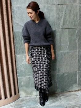 ラップ風スカート×ニットセーター×ロングブーツ