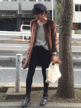 ファーコート×ボーダーTシャツ×ミニスカート