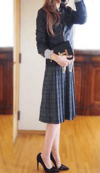 グレンチェック柄のスカート×フードジャケット×ハイヒール