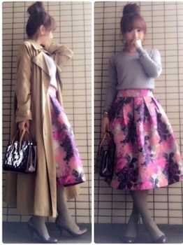 タイツ×Vネックニット×花柄フレアスカート