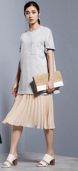 春のGUアイテムを使っておしゃれに着こなす方法3:GUプリーツスカートを使う