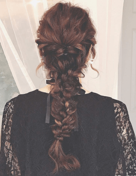 結婚式で人気のロングのフィッシュボーンの髪型