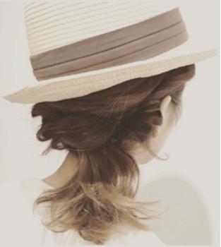麦わら帽子に似合う髪型14:くるりんぱ