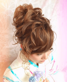 9浴衣に合うレディースの巻き髪アップのロングの髪型