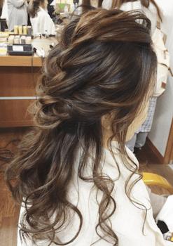 結婚式で人気のロングのハーフくるりんぱの髪型