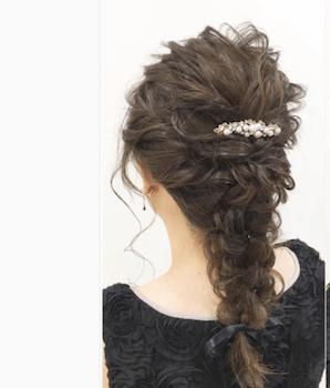 結婚式で人気のミディアムのフィッシュボーンの髪型