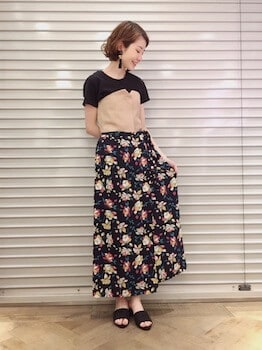 ミュール×バイカラートップス×花柄ロングスカート