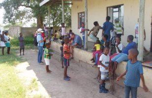 Kidsclub_Jeppes_Reef_Stichting_Thembalethu_Nederland_New_Hope_Zuid_Afrika_Om_Een_Wees_Kind_Te_Laten_Zijn-8-1024x768-850x550