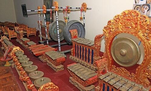 alat musik tradisional gong bali