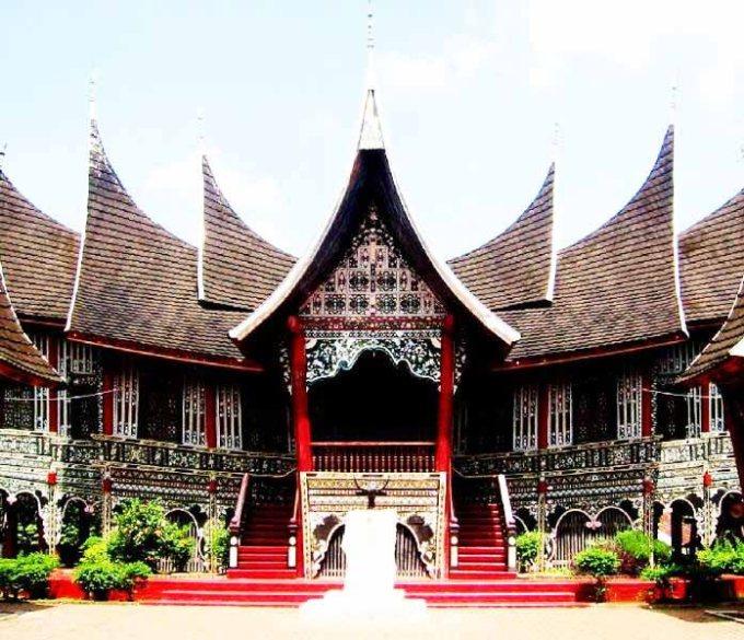 Makna Simbol-simbol Rumah Adat Minangkabau