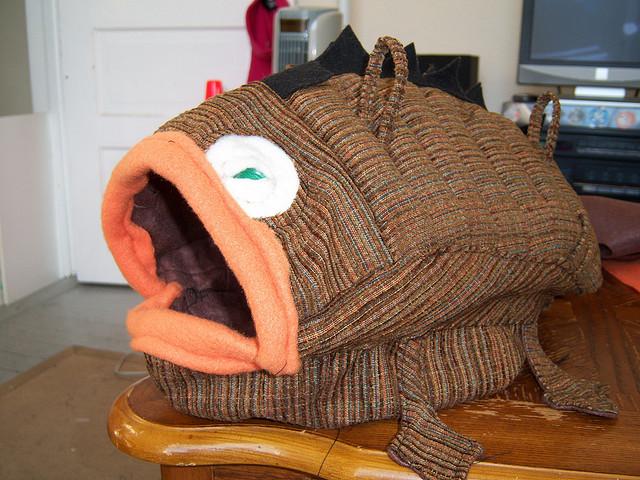 Домик для хорька в виде рыбы. Фото