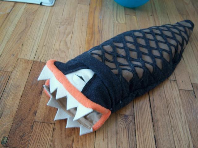 Домик для хорька в виде рыбы-монстра. Фото