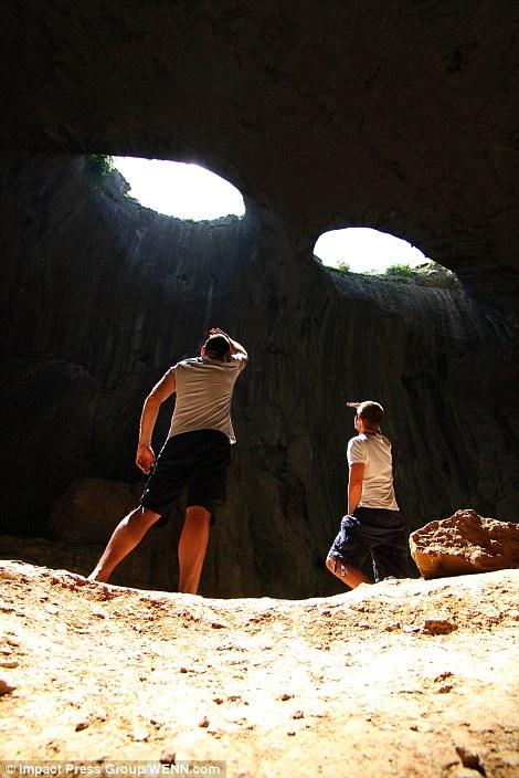 Прикольный снимок в пещере. Фото