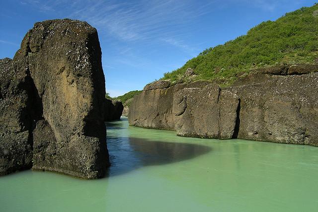 Река Хвита в ущелье Бруархлод. Фото