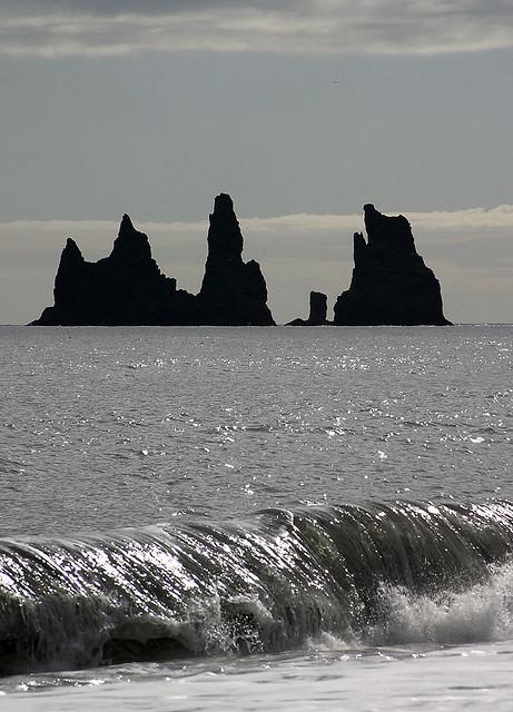 Скалы Три Тролля. Фото