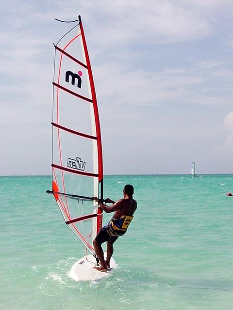Виндсерфинг у берегов Кайо-Санта-Мария. Куба. Фото