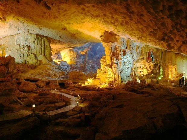 пещера залива Халонг (Вьетнам). Фото / Ha Long Bay. Photo