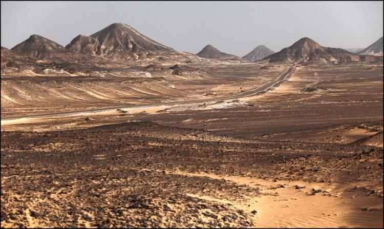 Черная пустыня в Египте. Фото