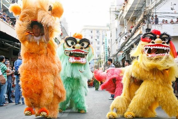 Праздник фонарей в Китае. Львиные танцы. Фото