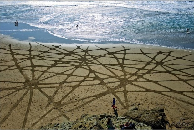 Рисунки на песке. Андрес Амадор