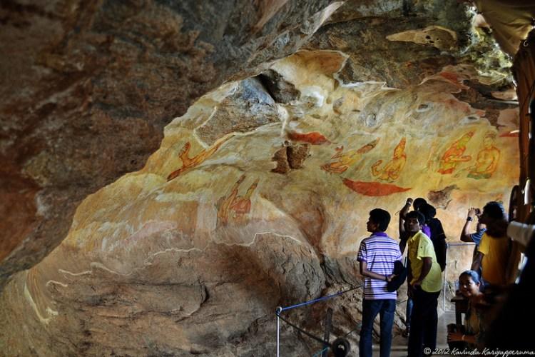 Крепость-дворец Сигирия. Шри-Ланка. Фрески в пещере