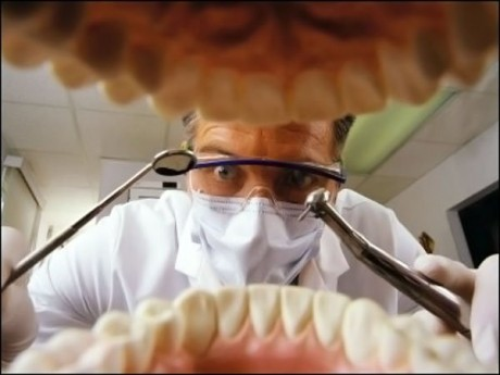 Сломался зуб а корень остался что делать. Что делать, если сломался зуб под корень – основные мероприятия по реставрации