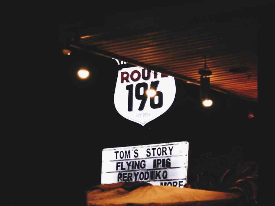 Route 196 signage shows Tom's Story, Flying Ipis, and Peryodiko