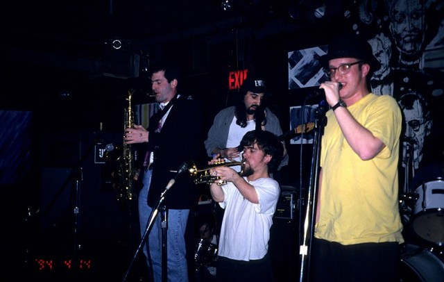 Peter Dinklage performs playing trumpet with Whizzy at Columbia University, New York, New York, July 1, 1994. (Photo by Steve Eichner/Getty Images)