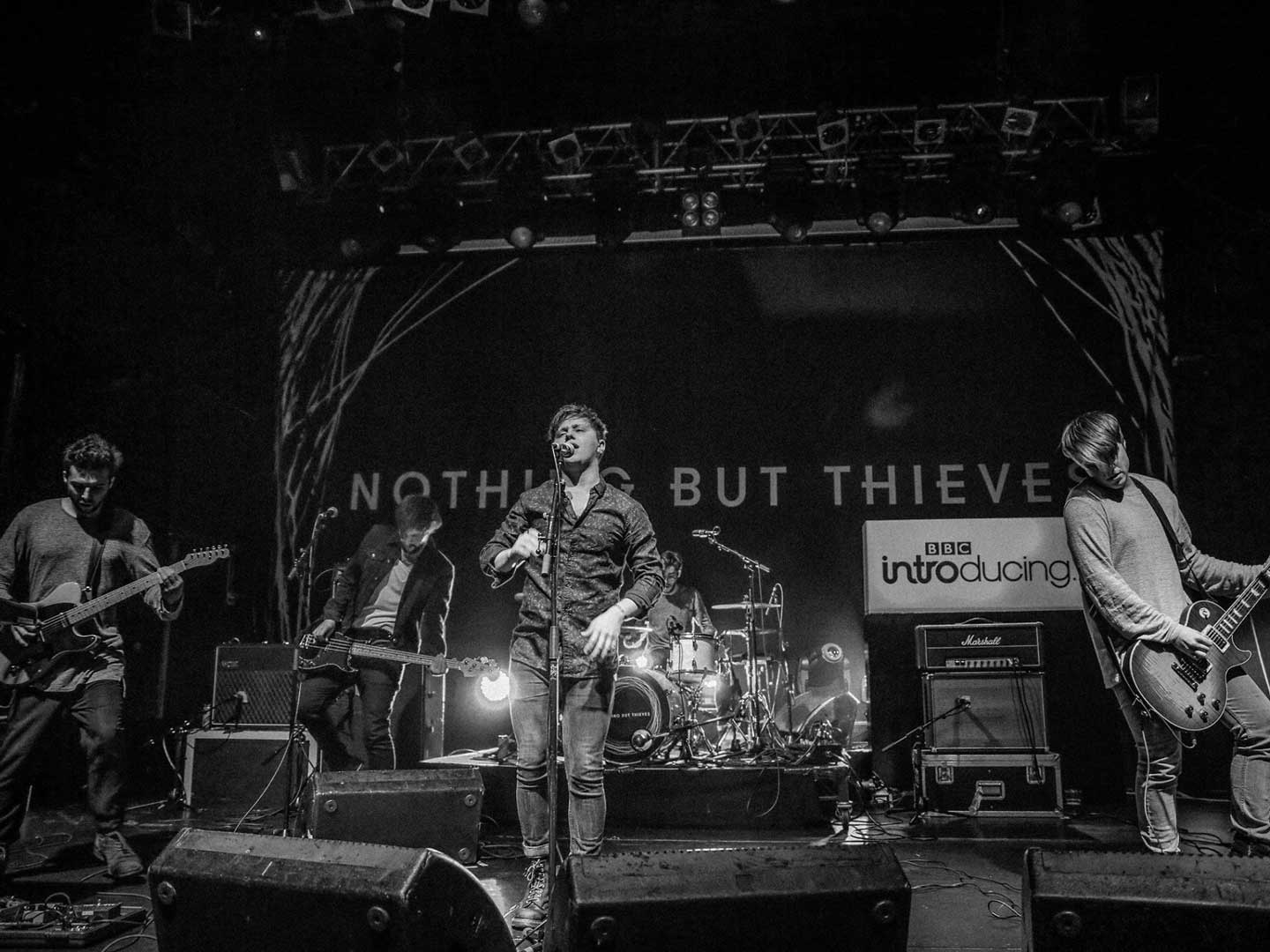 Nothing But Thieves performing live