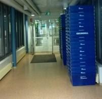Laatikoihin pakataan viikolla 52 kaikki kokoelmat sekä koneet ja laitteet. Kirjasto on suljettu viikoilla 52-53/2015 ja 1/2016.