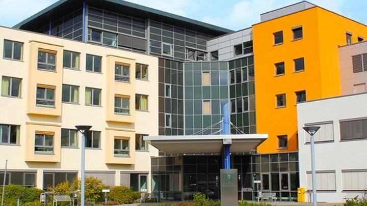 Patientenbesuche sind im Helios Klinikum Uelzen ab heute wieder täglich von 15 bis 19 Uhr möglich