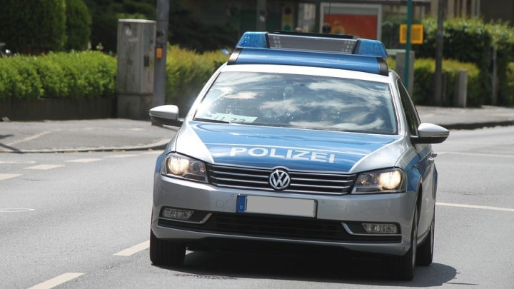 Täter beschädigt mehrfach einen VW Golf