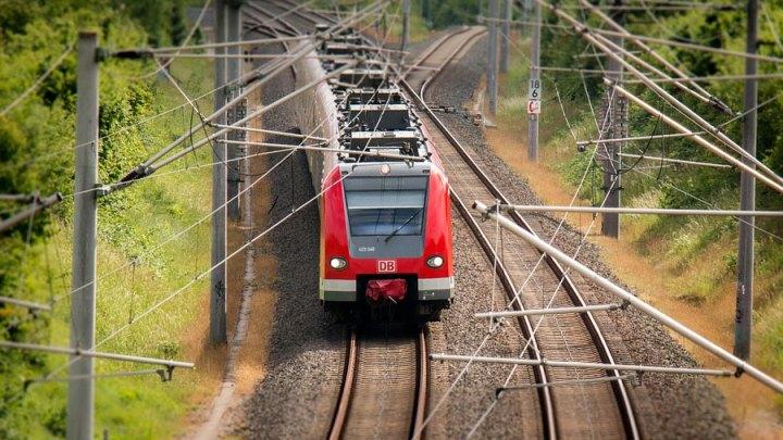 Streitigkeiten wegen fehlender Maske – Frau versprüht Reizgas in der S-Bahn