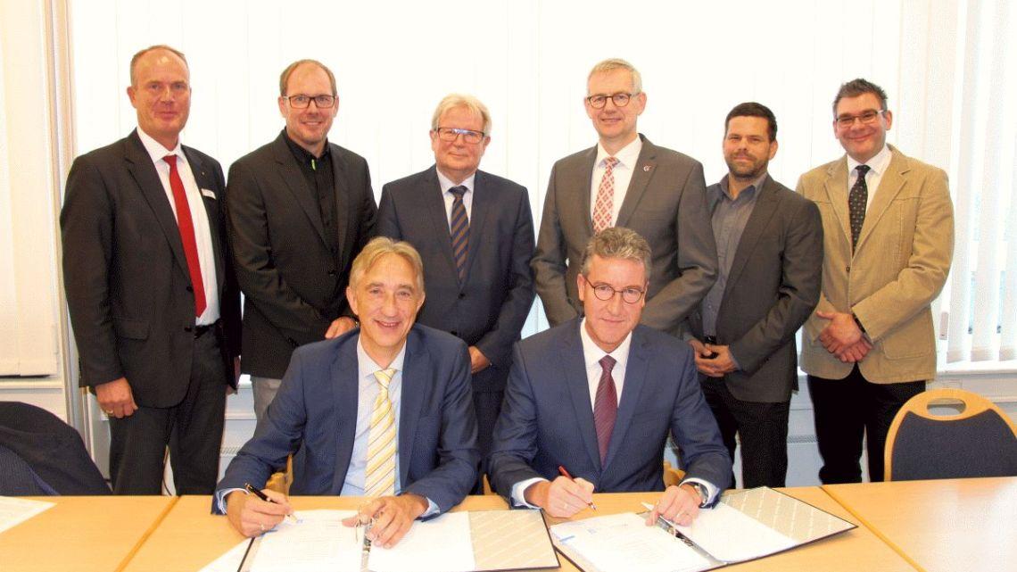 Vertrag unterzeichnet: Neues Kreishaus wird durch Firma Depenbrock gebaut