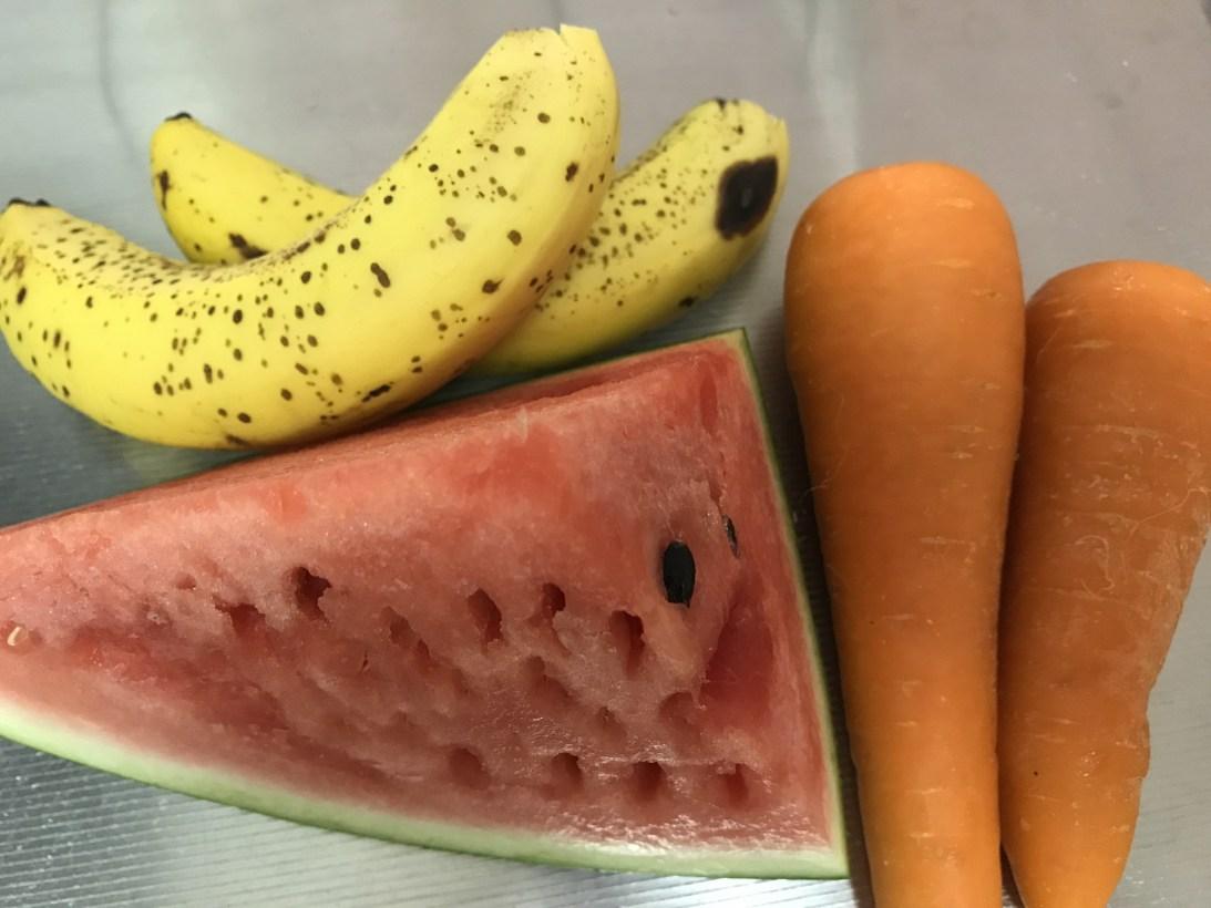 今日のスムージー 2017.06.08. 初の試み スイカとニンジンとバナナのスムージー