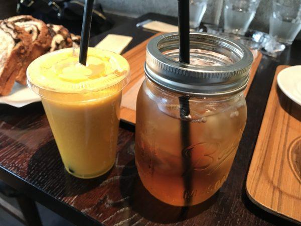 アイスティーとオレンジジュース