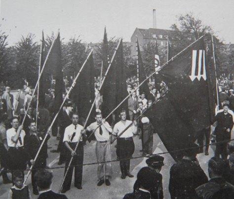 DSU-medlemmer på march for noget engang i mellemkrigstiden.
