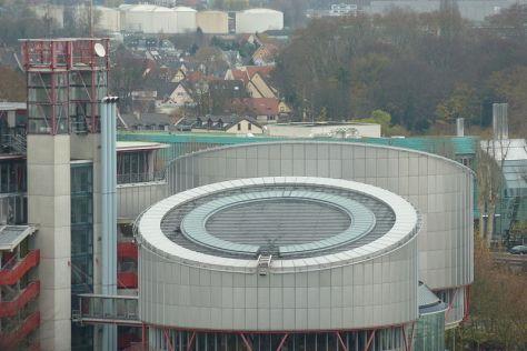 Den Europæiske Menneskerettighedsdomstols underskønne bygning i Strasbourg. Herfra sikrer Uetisk Europaråd kriminelles ret til at være i fred. Foto: Alfredovic (CC BY-SA 3.0)