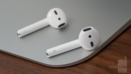 Компания Apple запатентовала наушники превращающиеся в колонки