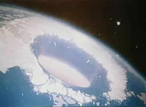 hollow-earth-pole