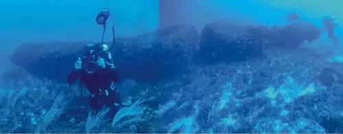 monolith_underwater_1