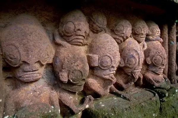 nuku hiva statues