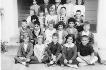 Black and white photo of 20+ elementary students from the 1960s