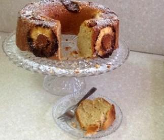 העוגה יצאה מהתנור אפשר לפרוס פרוסה ולהגיש
