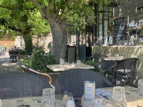 Café de la Place Pernes