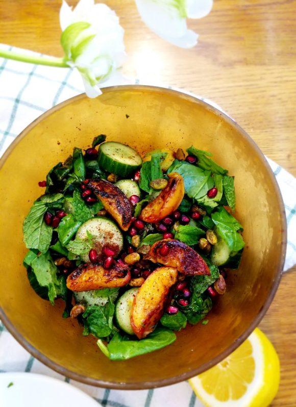 Grilled peach salad vegan