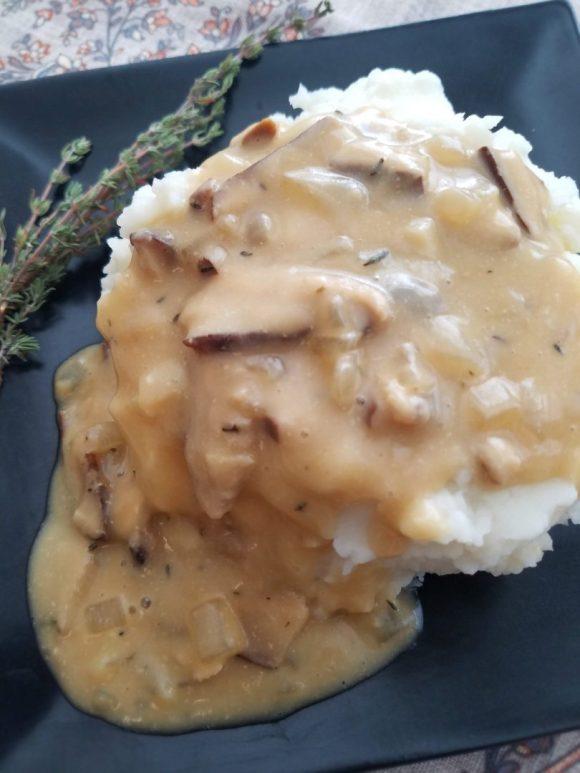 Mushroom gravy with shiitake mushrooms