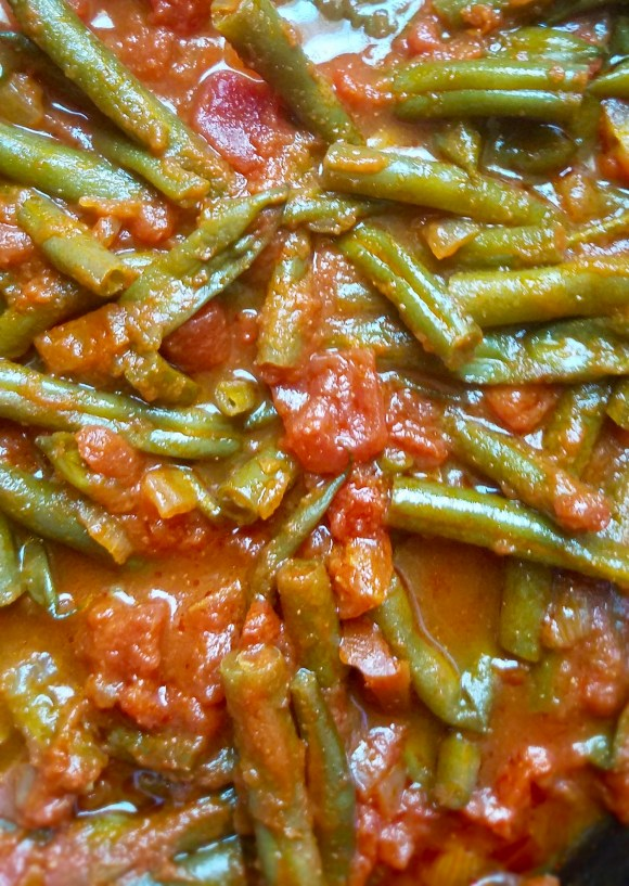 Vegan green beans with tomatoes
